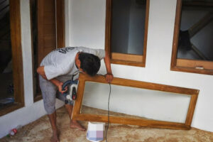daun jendela kayu mahoni 2021